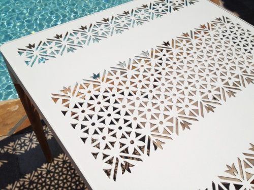 powder coated aluminum table